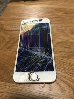 割れたiPhoneの写真・画像素材[407840]