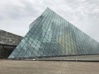 ガラスのピラミッドの写真・画像素材[866480]