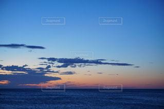 夕焼けと雲の写真・画像素材[2826994]