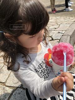 かき氷を食べるの写真・画像素材[2548622]