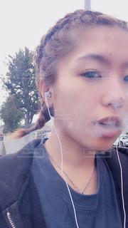 タバコを吸う女の写真・画像素材[2981660]