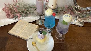 テーブルの上にコーヒーを一杯入れるの写真・画像素材[4458976]