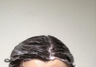 白髪染め中です。の写真・画像素材[3824505]