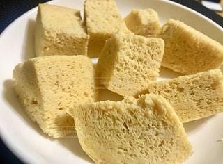 皿の上のパンの写真・画像素材[3008400]