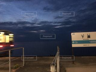 下灘駅と電車の写真・画像素材[2548371]