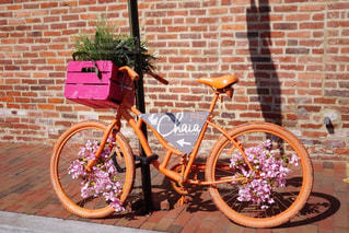 オレンジ自転車の写真・画像素材[2600029]