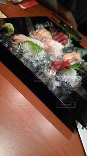 テーブルの上の食べ物のクローズアップの写真・画像素材[2541895]