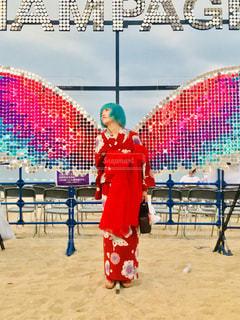 砂浜の上に立つエンジェルの写真・画像素材[2544846]