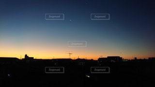 ある冬の日の朝焼けの写真・画像素材[2548743]