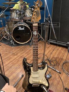 レリック加工のギターの写真・画像素材[3980455]