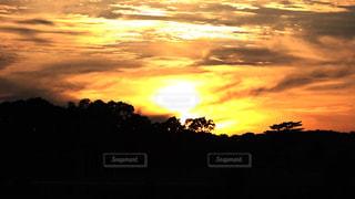 背景の夕日の写真・画像素材[2682098]
