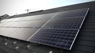 屋根のソーラーパネルをドローンで撮ってみましたの写真・画像素材[3677321]