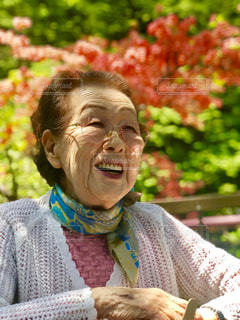 春のスマイルおばあちゃんの写真・画像素材[2554696]
