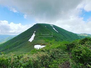 緑豊かな丘陵地帯のクローズアップの写真・画像素材[2550562]