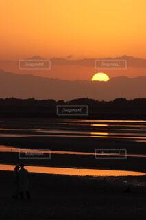 真玉海岸の静かな夕陽の写真・画像素材[4130435]