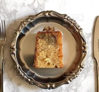 皿の上のケーキの写真・画像素材[3779159]
