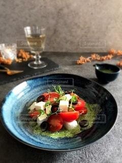 お皿に盛ったサラダの写真・画像素材[3883226]