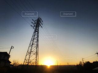 電線と夕日の写真・画像素材[3062152]