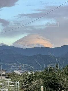 富士山にかかる雲の写真・画像素材[4735805]