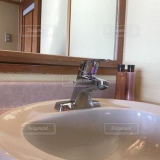 昔ながらの洗面所の写真・画像素材[2765327]