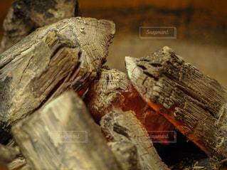 炭火のクローズアップの写真・画像素材[3596308]