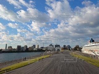 秋晴れの港の写真・画像素材[3811890]