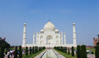 タージ・マハルを背景にした大きな白い建物の写真・画像素材[2731022]