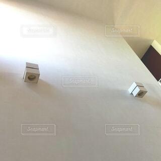 吹き抜けの照明の写真・画像素材[3935001]