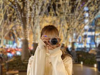 携帯電話で話している人の写真・画像素材[2835952]