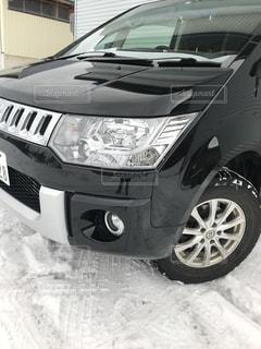 駐車場に駐車した車の写真・画像素材[2882073]