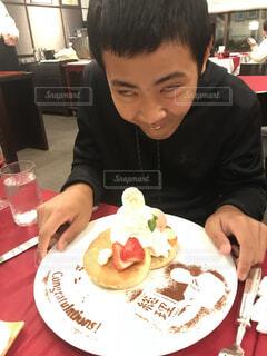 パンケーキと少年の写真・画像素材[3920469]