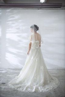 ウエディングドレスを着た人の写真・画像素材[2995878]