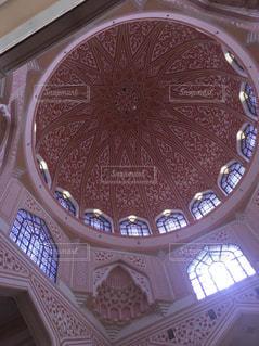 ピンクモスクの天井の写真・画像素材[2591473]