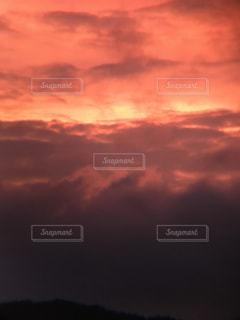 燃える夕焼けの写真・画像素材[2583402]