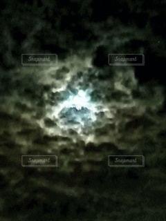 月明かりの写真・画像素材[2585697]