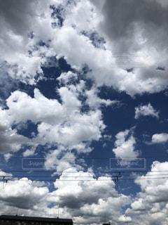 台風の後の空、絵に描いたような雲の写真・画像素材[2585943]
