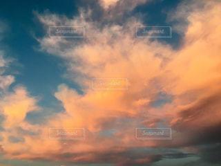 朝焼けの雲の写真・画像素材[2675530]