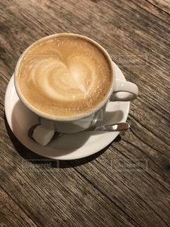 木製のテーブルの上に置くコーヒー1杯の写真・画像素材[2815821]