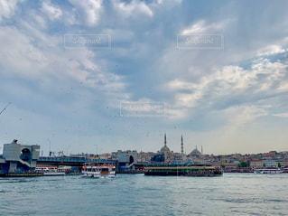 トルコ イスタンブール 旧市街とガラタ橋の写真・画像素材[2591746]