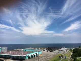 夏の富山湾の写真・画像素材[2592272]