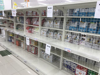 新型コロナウイルスの影響で、トイレットペーパーが売り切れ続出‼︎の写真・画像素材[3365750]