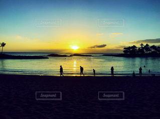 ハワイ西海岸のサンセットの写真・画像素材[2594045]