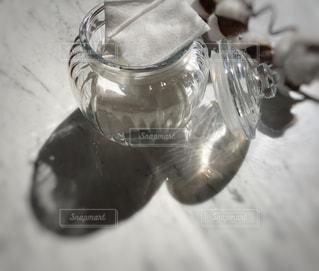ガラスの花瓶のクローズアップの写真・画像素材[2987744]