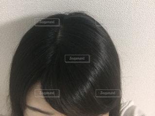 カメラを見ている女性の写真・画像素材[3009365]