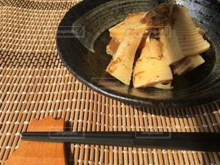 皿の上のパンの写真・画像素材[3147253]