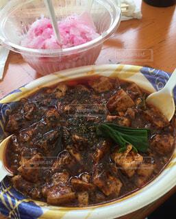 皿の上に食べ物のボウルの写真・画像素材[4387965]