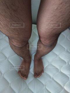 両足の毛の写真・画像素材[2712665]