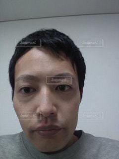 無表情の男性の写真・画像素材[2782425]
