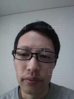 ぼんやりする男性の写真・画像素材[2782465]