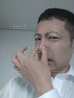 鼻をつまむビジネスマンの写真・画像素材[2809572]